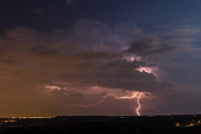 vzdálený CG blesk zodhalené bouřky - autor: Dagmar Müllerová