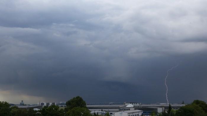 CG blesk na zadní straně bouřky - autor: Dagmar Müllerová