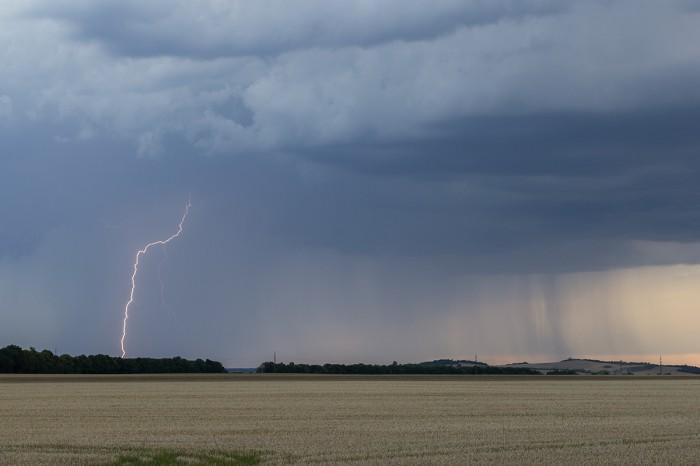CG blesk na čele přibližující se bouřky - autor: Dagmar Müllerová
