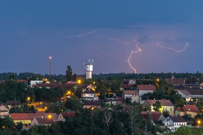 Vzdálený CG blesk za Cvrčovicema - autor: Dagmar Müllerová