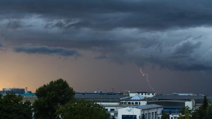 CG blesk za letištěm - autor: Dagmar Müllerová