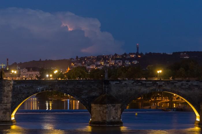 Karlův most a vzdálená bouřka na jihu - autor: Dagmar Müllerová