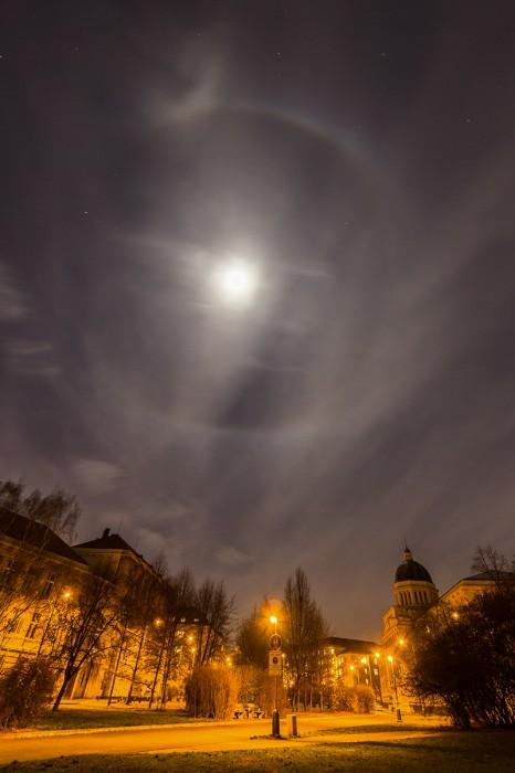 Měsíční 22°halo snáznakem circumscribed - autor: Dagmar Müllerová