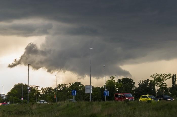 Wall cloud pod sílící bouřkou nad Prahou - autor: Dagmar Müllerová