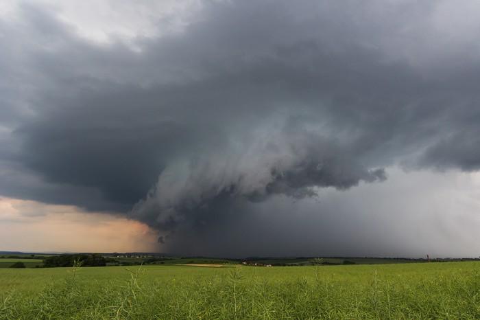 Shelf cloud na čele silné bouře - autor: Dagmar Müllerová