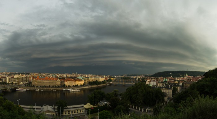 panorama blížícího se shelfu - autor: Dagmar Müllerová