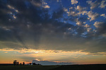Slunce zapadající za bouřkami nad Německem a krepsulární paprsky - autor: Tomáš Chlíbec