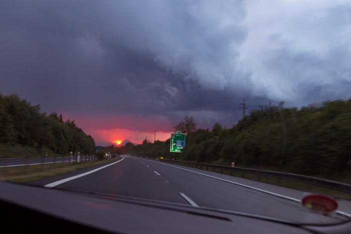 Úžasný západ slunce přes srážky - autor: Tomáš Chlíbec