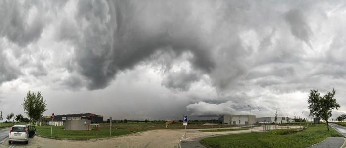 Panorama bouřky od Tuchoměřic - autor: Tomáš Chlíbec