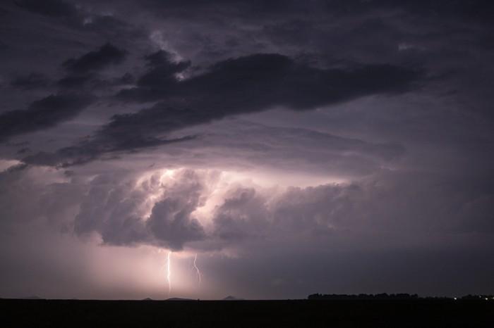 Odcházející bouřka nad Lovosicemi - autor: Tomáš Chlíbec