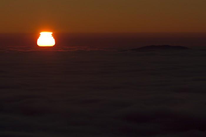 východ slunce nad inverzí - autor: Luboš Tuháček