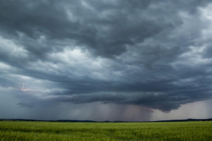 zajímavá struktura blížící se bouřky - autor: Luboš Tuháček