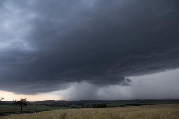 přecházející čelo bouřky - autor: Luboš Tuháček
