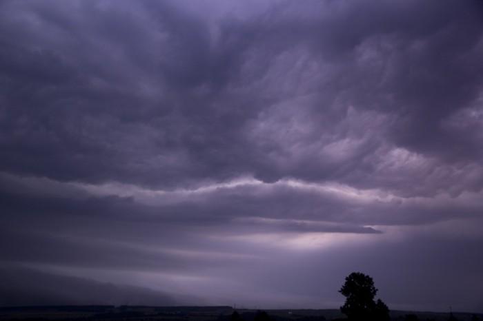 bleskem nasvícené čelo bouře 1 - autor: Luboš Tuháček