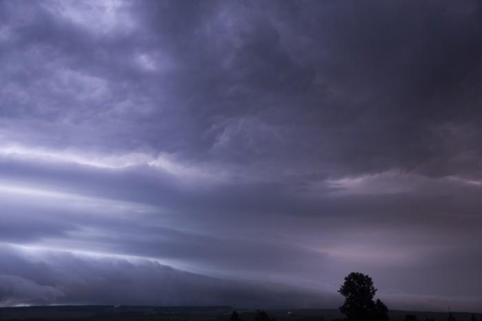bleskem nasvícené čelo bouře 2 - autor: Luboš Tuháček