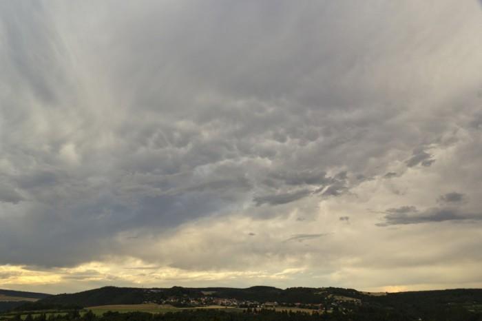 Menší oblaky mamma - autor: Luboš Tuháček