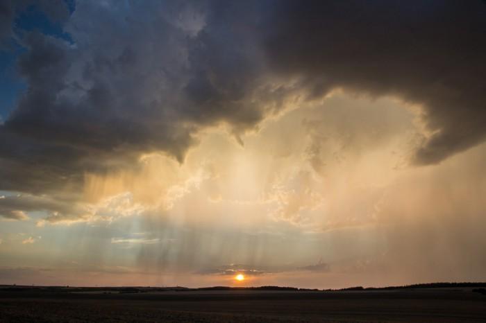 Západ slunce a srážky 4 - autor: Luboš Tuháček