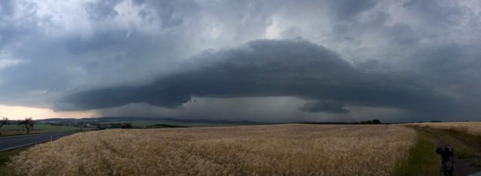 panorama blížící se bouřky se sníženinami - autor: Luboš Tuháček