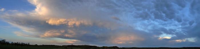 Panorama Cb mamma při západu slunce - autor: Jakub Roleček