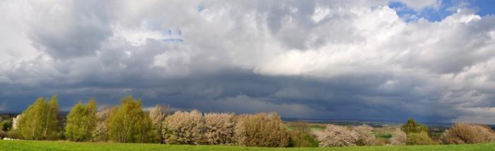 Panorama shelf cloudu nad Polabím 1 - autor: Jakub Roleček