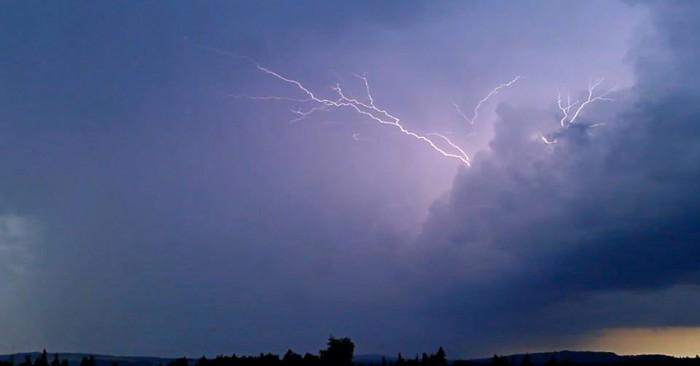 CC blesk na přicházející bouři - autor: Jan Džugan