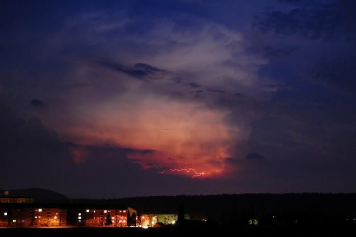 Blesk ozařující cumulonimbus 1 - autor: Jan Džugan