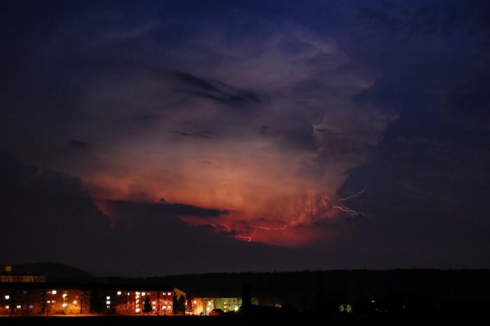 Blesk ozařující cumulonimbus 2 - autor: Jan Džugan