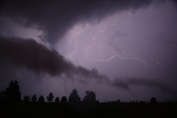 CC blesk a náznak roll cloudu - autor: Jan Džugan