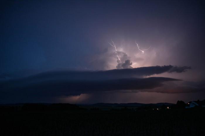 Blížící se bouře se shelf cloudem - autor: Jan Džugan