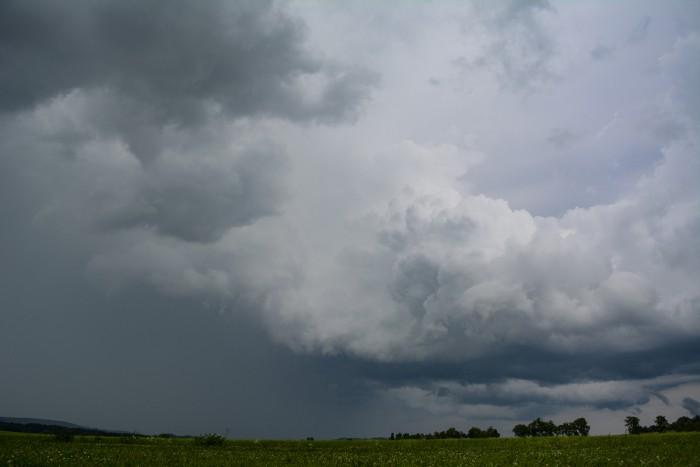 Slabší bouřka severovýchodně - autor: Jan Džugan