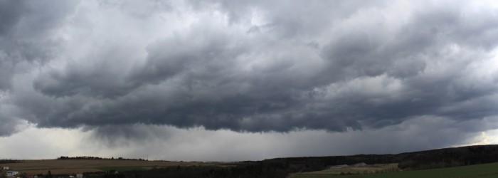 Panorama přeháňky snáznakem shelf cloudu - autor: Jan Džugan