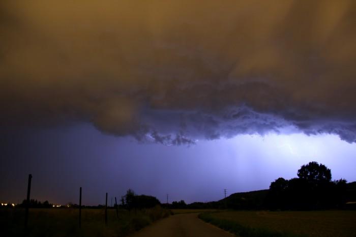 Základna bouřky prosvětlená bleskem - autor: Jan Džugan