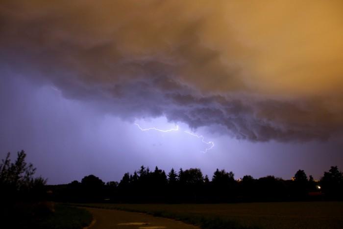 Základna bouřky a CC blesk - autor: Jan Džugan