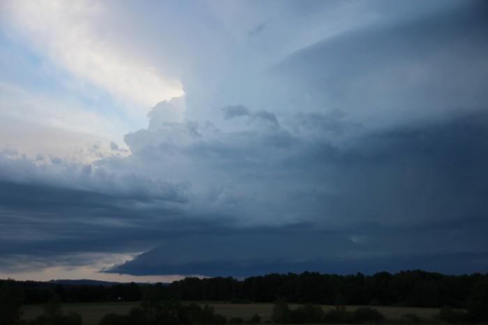 Vzestupný proud a obří klínový wall cloud - autor: Jan Džugan