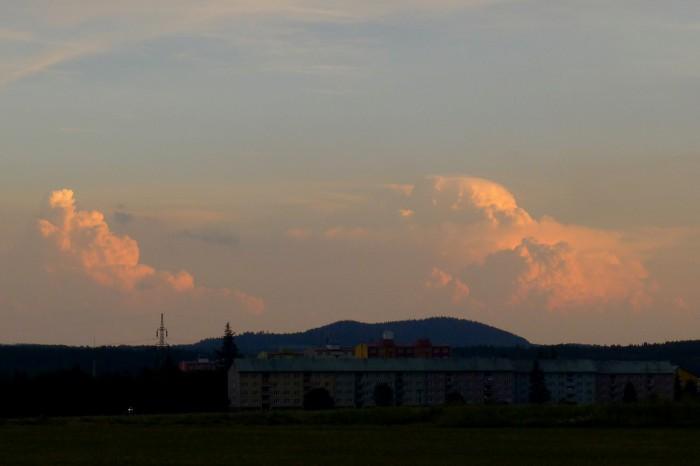 Bouřková konvekce daleko na jihu - autor: Jan Džugan