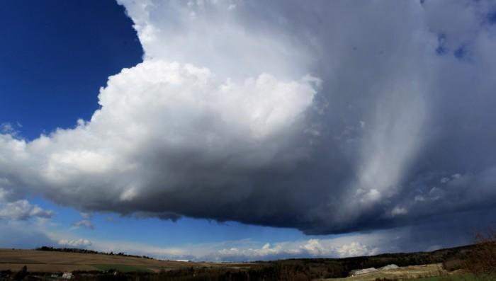 Základna rotujícího cumulonimbu - autor: Jan Džugan