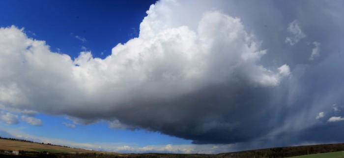 Rotující cumulonimbus - autor: Jan Džugan
