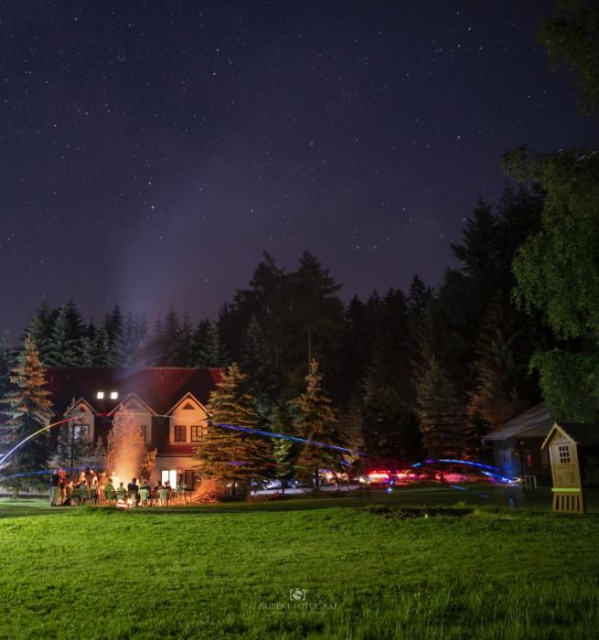 Noční frisbee uohně - autor: Radek Šubert