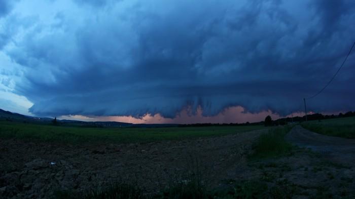 Shelf cloud na bouřkovém systému - autor: Daniel Neumann