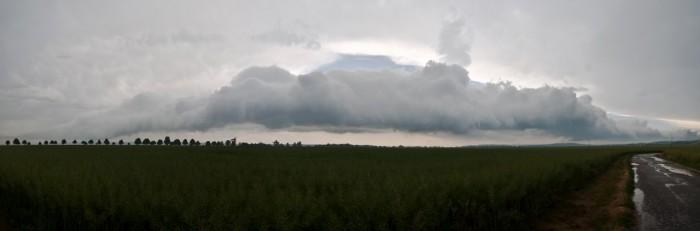 Panorama přibližujícího se roll cloudu - autor: Jan Švarc