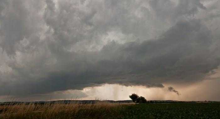Wall cloud supercelární bouře nad Drahanskou vrchovinou - autor: Jan Švarc