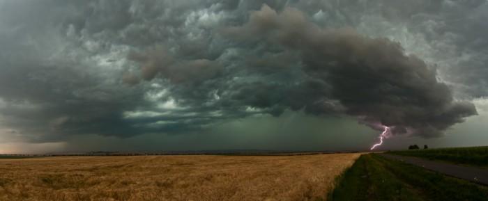 Panorama bouřky zestrany - autor: Jan Švarc