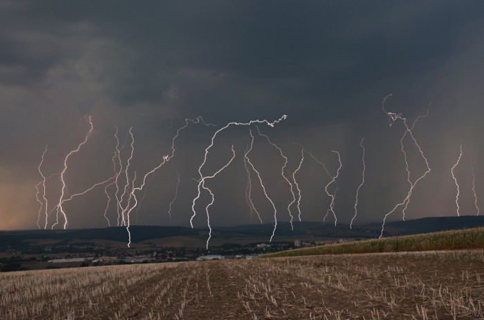 Lightning barrage - autor: Jan Švarc