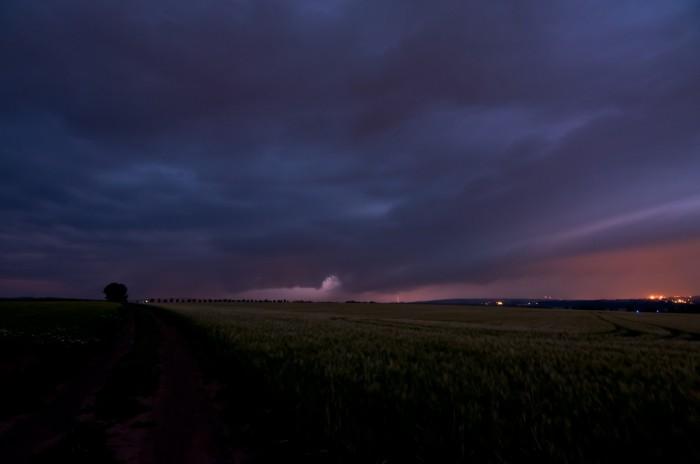 Mohutný shelf cloud před příchodem - autor: Jan Švarc