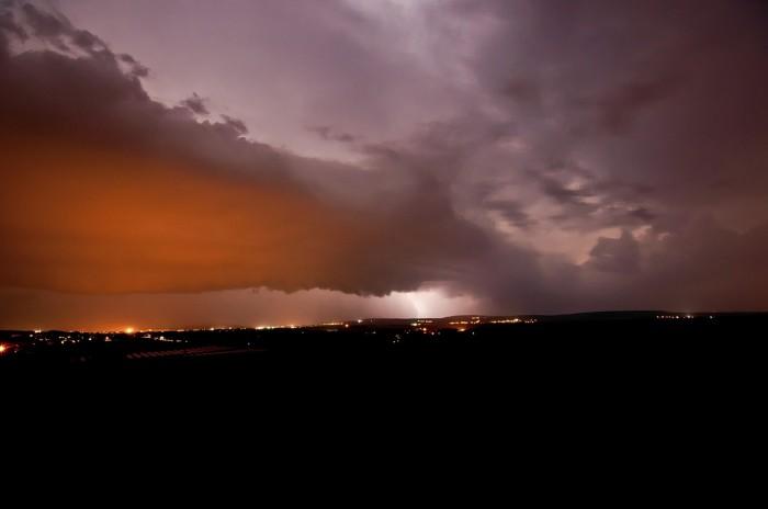Mohutný shelf cloud postupující Vyškovskou bránou - autor: Jan Švarc