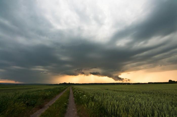 Supercela nasvícená pozdním sluncem III - autor: Jan Švarc