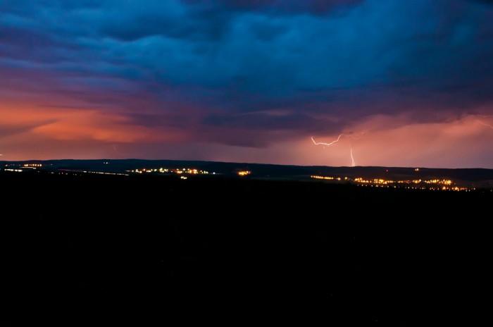 Struktura shelf cloudu a wall cloudu na přicházející pravděpodobné supercele nad Bukovinkou - autor: Jan Švarc