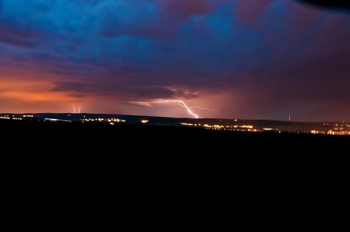 Wall cloud nasvícený CG výbojem nad Bukovinkou - autor: Jan Švarc