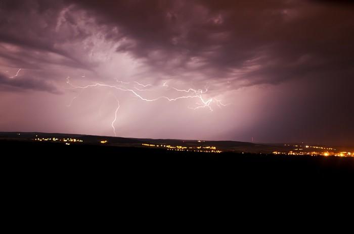 Již poměrně blízké výboje bouřky sestupující do Vyškovské brány - autor: Jan Švarc