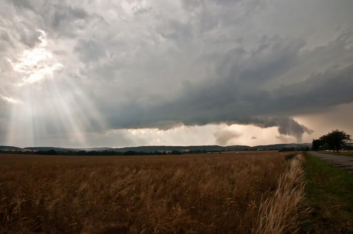 Nasvícená struktura vzdálené supercely nad Drahanskou vrchovinou II - autor: Jan Švarc